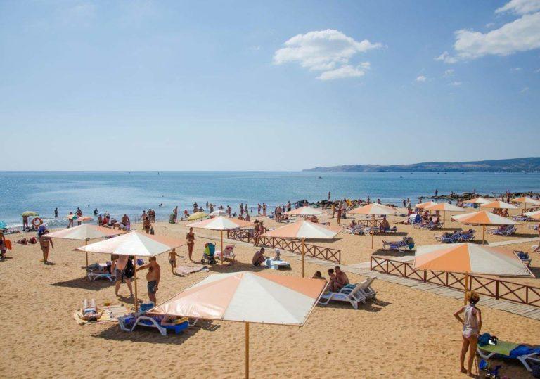 Семейный пляж отеля «Алые Паруса»