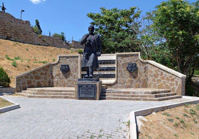 Памятник Афанасию Никитину