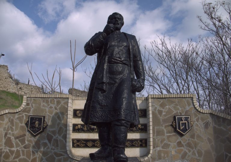 Pamyatnik-Afanasiyu-Nikitinu