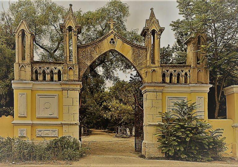 Экскурсия по старому кладбищу