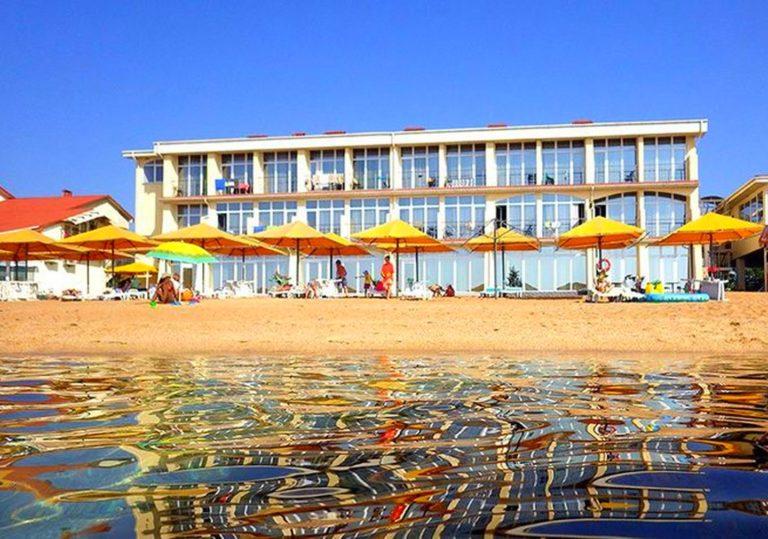 Пляж отеля «Хижина Робинзона»