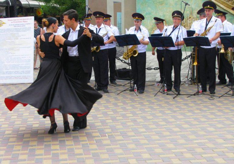 Выступление оркестра культурного центра МВД по Республике Крым