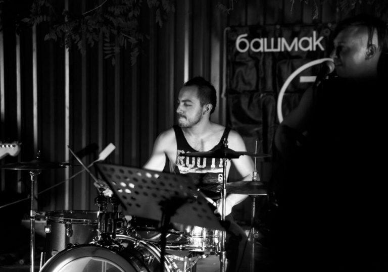 Выступление рок-группы «Башмак Великана»