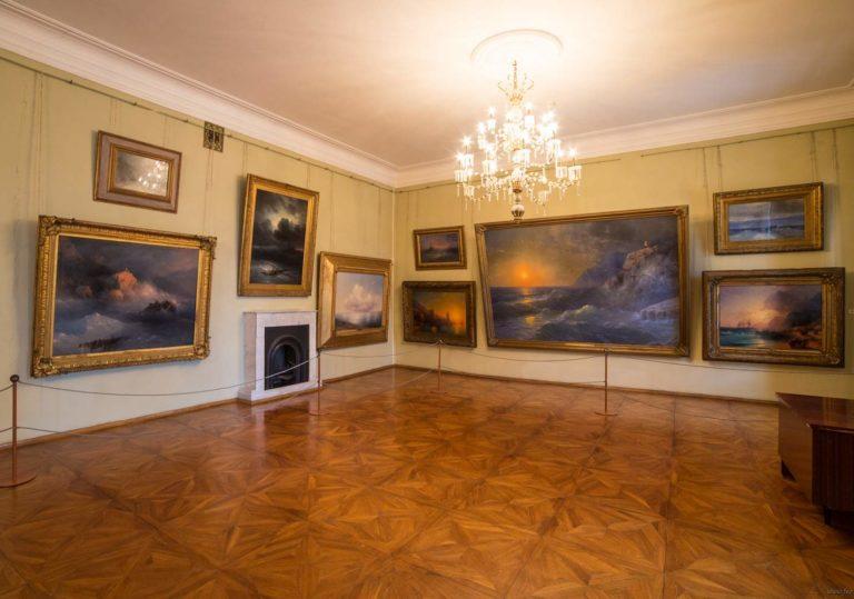 День открытых дверей в Картинной галерее им. И. К. Айвазовского
