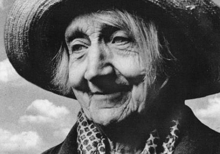 12 сентября — Кинопоказ документального фильма «Мне 90 лет, ещё легка походка»