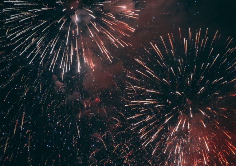 В ночь с 31 декабря на 1 января новогодний салют на Привокзальной площади