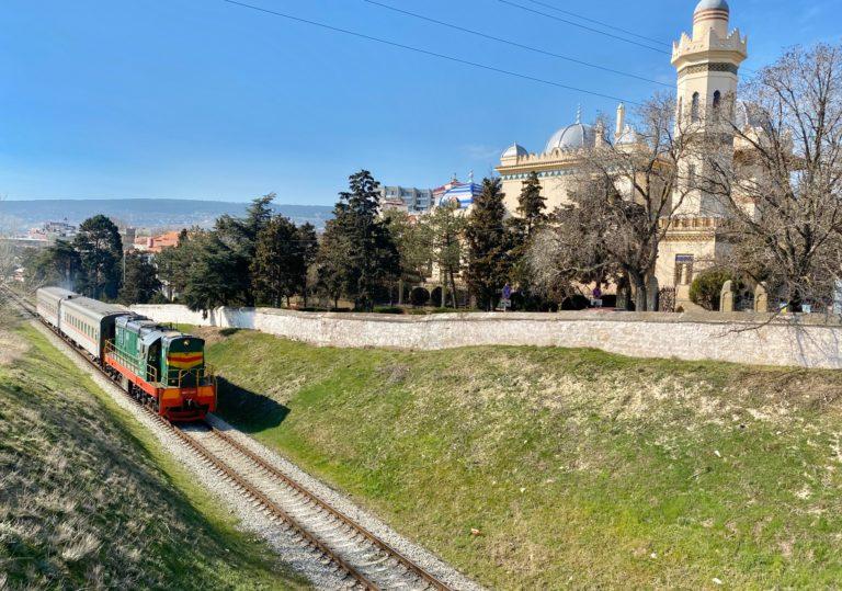 Феодосия Айвазовского: железнодорожный вокзал
